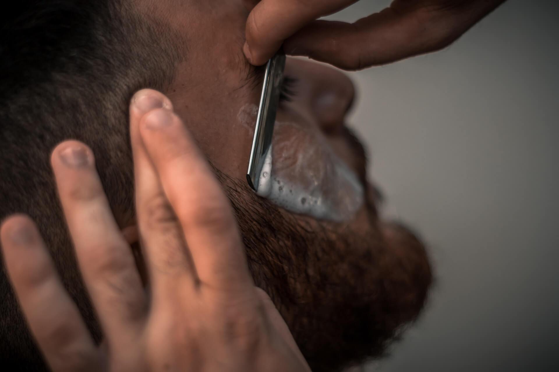Eine Schnittverletzung bei der Rasur - was jetzt?